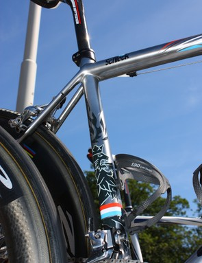 Schleck's S-Works Tarmac SL3 featured a silver paint job adorned with colors and imagery from his native Luxembourg
