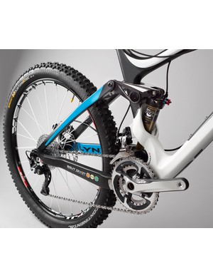 An elegant rear shock cage doubles up as a direct mount for the front derailleur