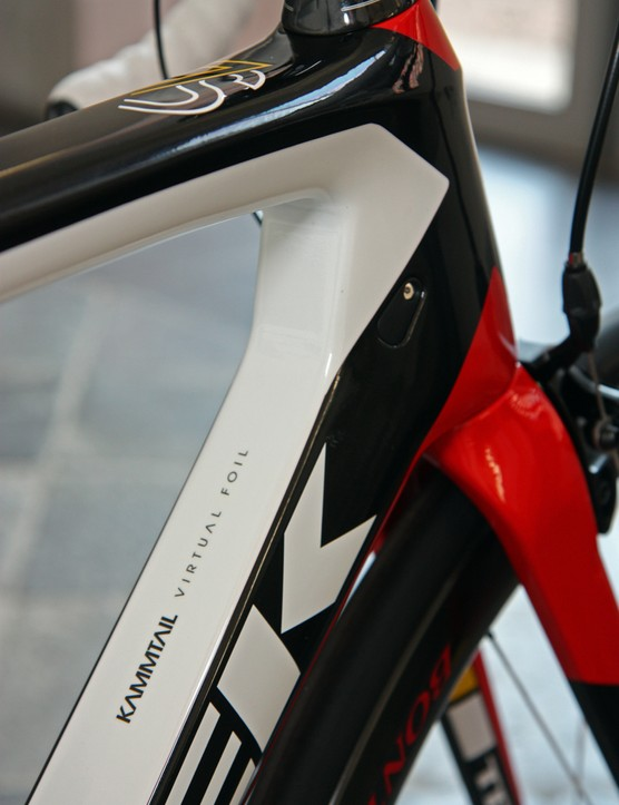 Carrying over on the Trek Madone 7-Series from the previous model is the e2 tapered head tube. Note the clean bolt-on port cover for the unused mechanical derailleur housing stop