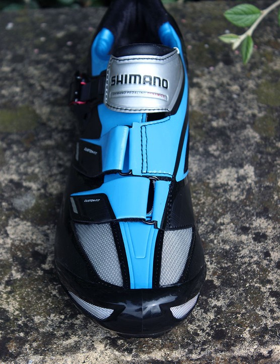 Combined weight on the Shimano SH-R241B road shoes is 666g (size 11 UK, 11.5 US)