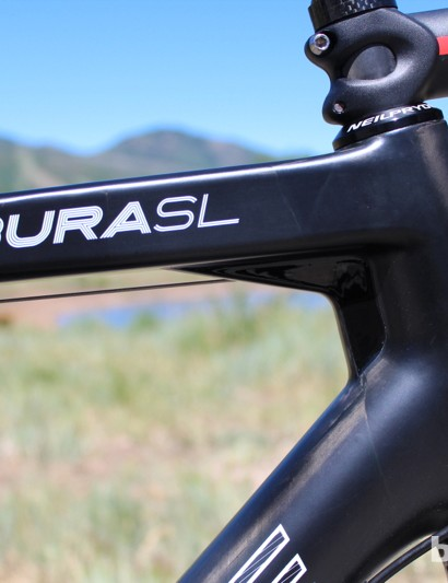 The BURAsl's top tube features stabilizing trusses at the head tube and seat tube