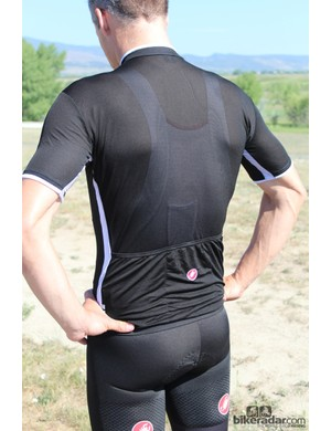 The Ultraleggera has fairly long sleeves that fit snugly but without any constraining compression effects