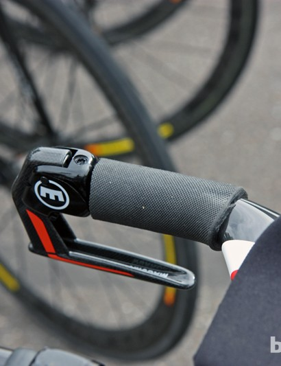 This Garmin-Sharp Cervélo P5 has basic rubber grips installed on the base bars