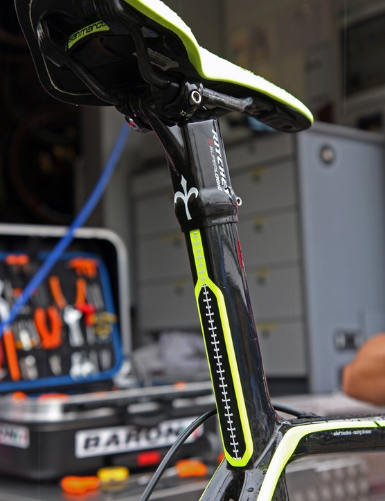 The squared-off integrated seatmast is topped by a new carbon fiber Ritchey SuperLogic one-bolt head