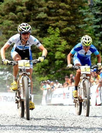 Catharine Pendrel (Luna) outsprints teammate Katerina Nash to take the win