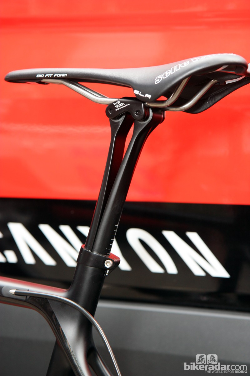 Canyon's new VCLS Flat seatpost promises even more comfort than the company's current basalt-infused VCLS post, via a clever parallelogram-type movement