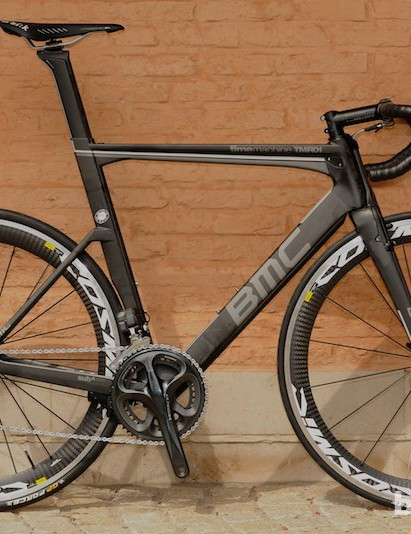 This is the stealthy black finished model with Ultegra Di2