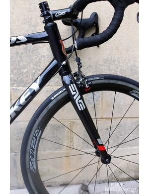 A steeper head tube angle on the Helix OS creates an agressive riding position