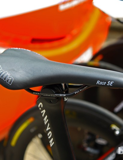 Menchov sits atop a surprisingly inexpensive Selle Italia saddle that Canyon use on some of their cheaper bikes