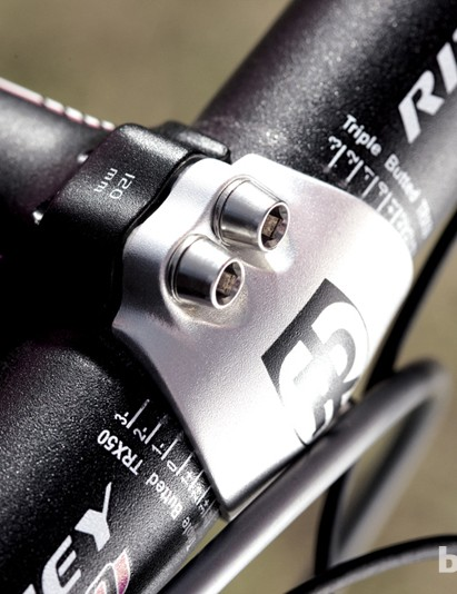 Quality components include a Ritchey Pro bar and stem