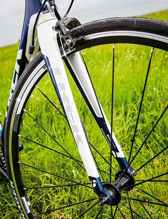An ANT+ compatible Speedtrap sensor built into the fork can transmit to any compatible device