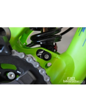 Bottom bracket height can be set at two different heights via reversible shock bolt chips