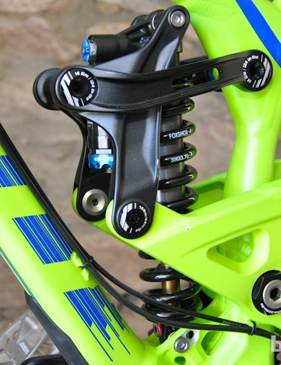 Scott keep the Gambler's weight low and centered, with both the shock and its linkage just above the bottom bracket