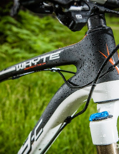 A 69-degree tapered head tube and stout down tube mean point-and-shoot precision from the Team's tough carbon frameset