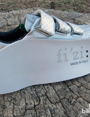 The R3 SL shoes get a more basic insole than the heat moldable ones on Fizik's higher-end models
