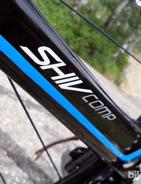 The carbon Shiv Comp comes with SRAM Rival drivetrain, a BB30 FSA Gossamer chainset, DT Swiss wheels and a smattering of Specialized's own finishing kit