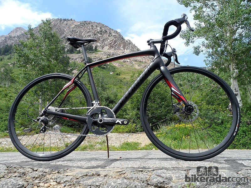The Specialized Roubaix Expert Disc comes with Roval disc wheels, Ultegra mechs and shifters, FSA SL-K BB30 chainset and mechanical discs from Avid, at a retail price of £3,300