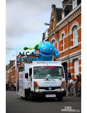Alcatel OneTouch's mascot flies high above the crowd.