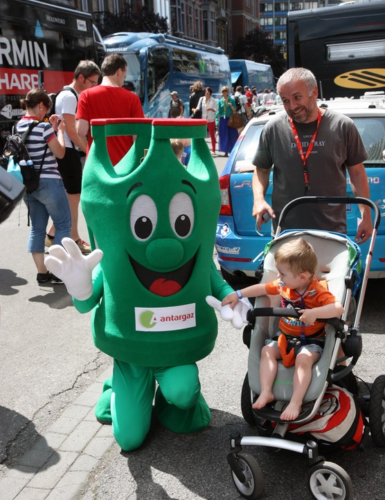 Company mascots are scattered throughout the start area at the beginning of each day.
