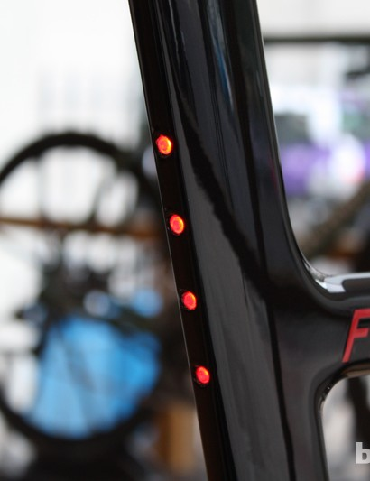 Rear lights are integrated into the seat tube and activated via the handlebar