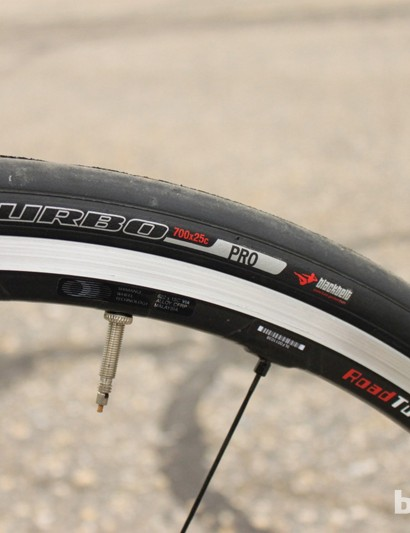 One of our favorite wheelsets Shimano's WH-7850-C24-TU tubeless wheelset and S-Works Turbo 25mm tires (tube-type)