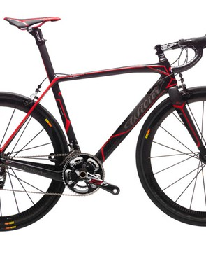 The most serious color option for the new Wilier Triestina Cento 1 SR is this black and red model.