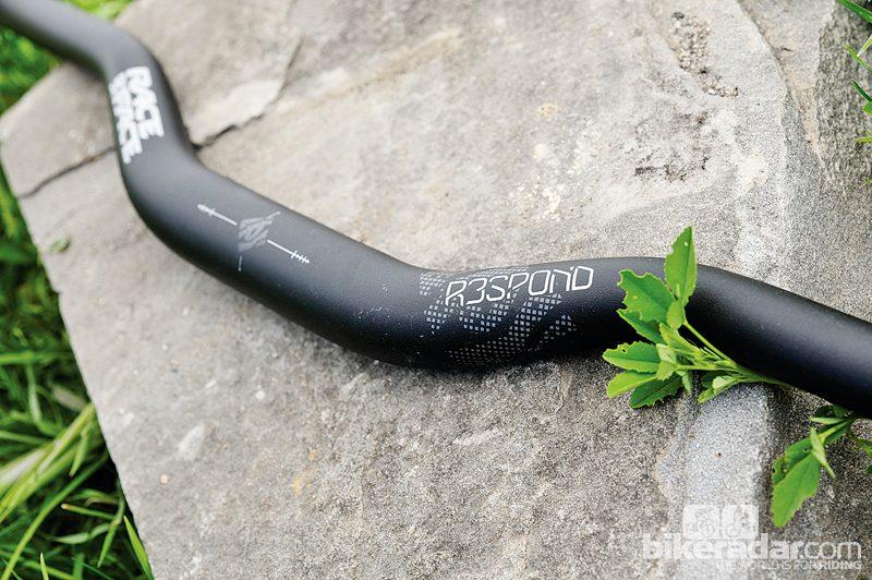 New Race Face Respond Riser Handlebar 31.8 x 785mm 1//2 Rise Black