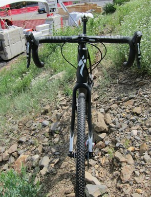Specialized's Expert aluminum handlebars keep up with the rest of the package