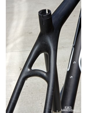 Most Nine carbon frames utilize bridgeless seat stays but the largest sizes still use one to help tie together the longer tubes.
