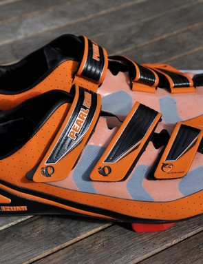 The Pearl Izumi Octane SL III shoes don't use a ratchet tightening system