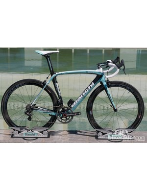 The Bianchi Oltre XR in celeste, with Campagnolo Super Record EPS