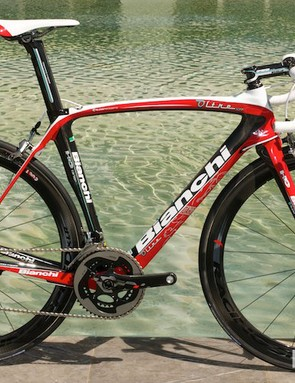 The Bianchi Oltre XR in red and black, with a SRAM Red groupset