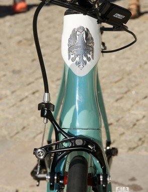 The Oltre XR's head tube has a svelte, hourglass frontal profile that flows into the narrow crown fork