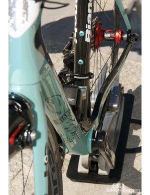 Even the down tube has aerodynamic shaping on the leading edge