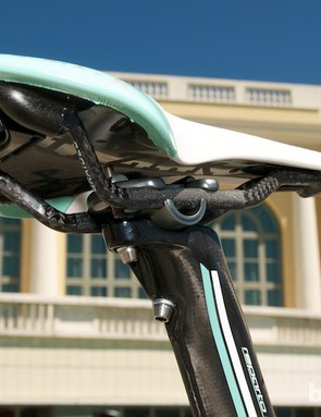 The head of the aero seatpost has a one-piece clamp with titanium hardware