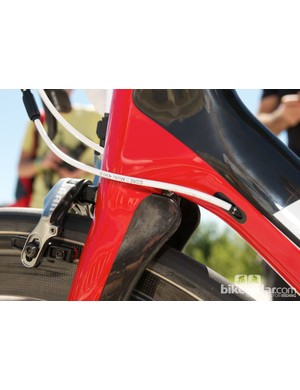 The Oltre XR's internal cable routing and aerodynamic tabs at the rear of the fork crown