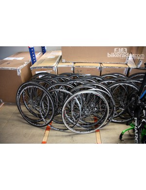 Shimano aluminum clinchers are used for training