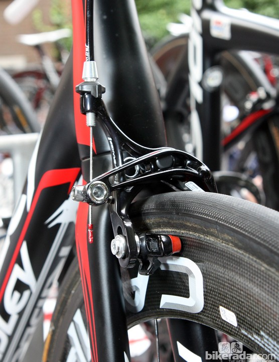 Campagnolo dual-pivot calipers and carbon-specific red-compound pads are fitted to this Lotto-Belisol Ridley Helium.
