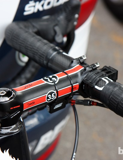 Most riders admittedly don't require the extra stiffness of Deda's latest 35mm-diameter bars and stems but Andre Greipel (Lotto-Belisol) is clearly looking for as much stiffness as possible.