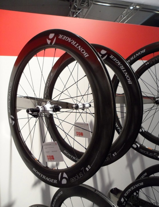 Aelous carbon clinchers