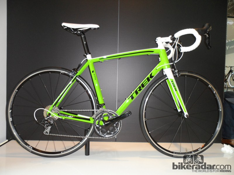 The aluminium 2.3 frame gets a complete revamp with the aero KVF design found on the top of the range Madone 7