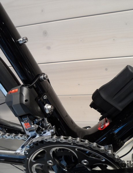 The battery sits on the standard Shimano bottle boss mount