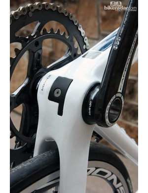 Diamondback use a removable plastic guide for the internal derailleur cables, like many other companies, but in this case it's also supplemented with another cover to help seal things up further