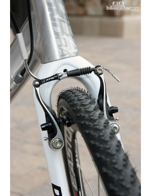 Diamondback fit TRP's excellent CX8.4 linear-pull brakes to the Steilacoom RCX Pro V for 2013