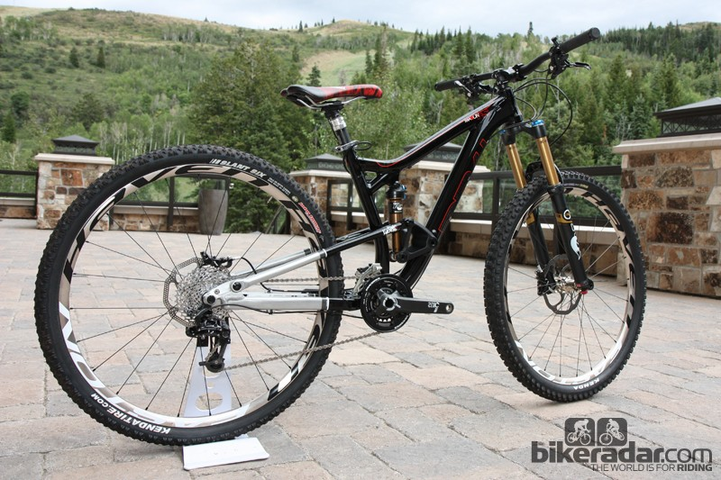 New for 2013 is the 140mm-travel Mason 29er, with Diamondback's latest iteration of the Knucklebox rear suspension design, a two-ring-plus-bashguard crank, Easton Haven alloy tubeless wheels, a Fox TALAS fork and a RockShox Reverb seatpost
