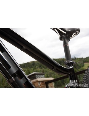 Cable routing for dropper posts is included on the Diamondback Sortie 29 frame
