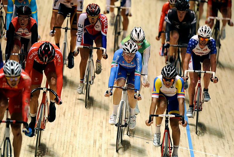 The points race sees all the riders take to the track at the same time