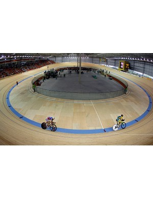 The individual pursuit is no longer an event in itself but lives on in the omnium. The men race 4000m and the women 3000m