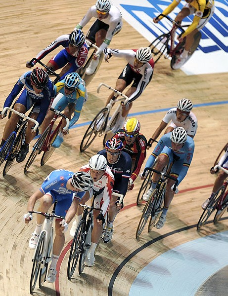 The scratch race sees all riders compete together in 15km (men's) and 10km (women's) races