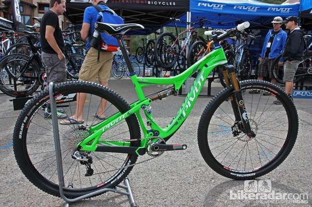 Pivot unveiled the new Mach 429 Carbon at this year's DealerCamp show
